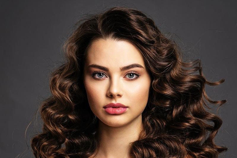 Półtrwała farba do włosów sposobem na odświeżenie wyglądu