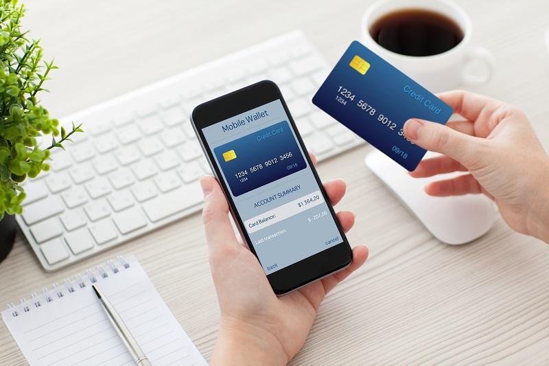 Czy rozłożyć na raty zadłużenie na karcie kredytowej?