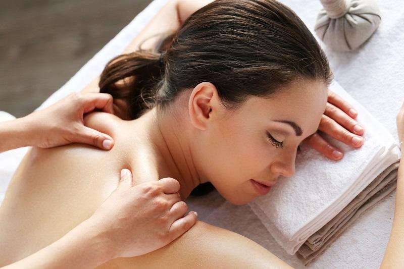 Kursy masażu orientalnego – masaż Lomi Lomi