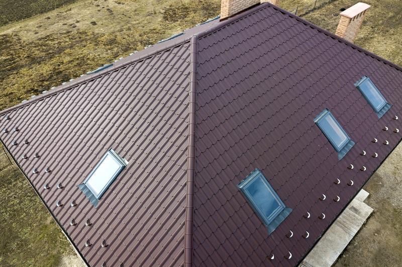 Farba do blachy dachowej – jaką wybrać?