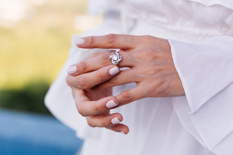 Magiczny pierścionek z ametystem